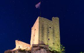 Omis Peovica Die Festung Mirabella Nacht