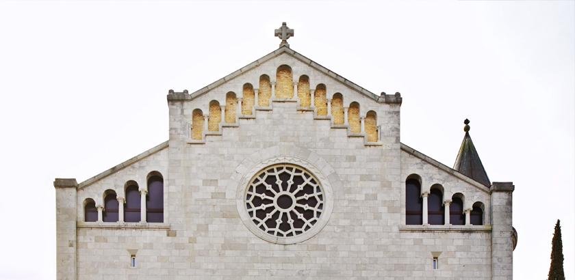 Opatija Die Kirche der Maria Verkündigung front