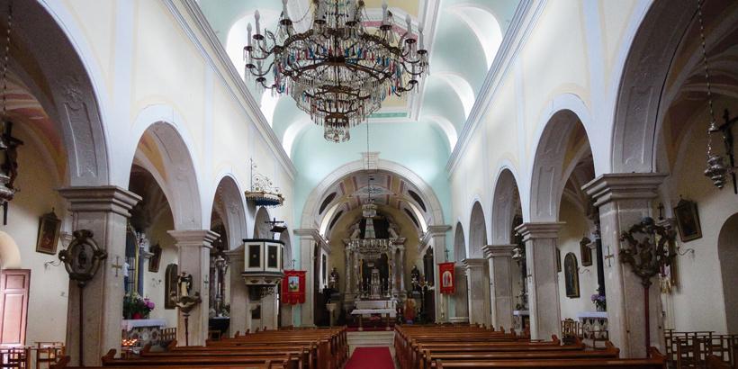 Kirche des heiligen Petrus in Supetar innen