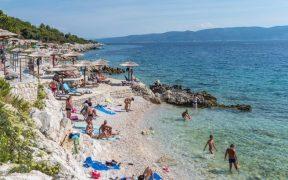 Strand Maslinica in Rabac Istrien