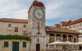 Trogir Glockenturm Sv. Sebastijana und Stadtloggia Aufmacher
