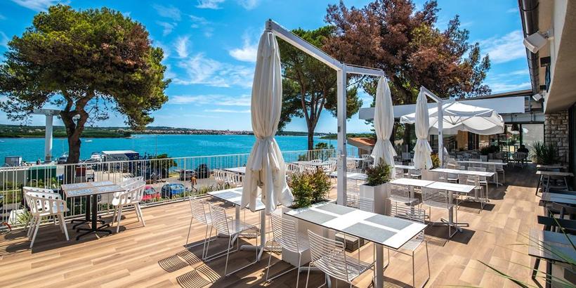 https://www.lust-auf-kroatien.de/wp-content/uploads/2019/07/Arena-One-99-Glamping-Restaurant-und-Beach-Bars.jpg