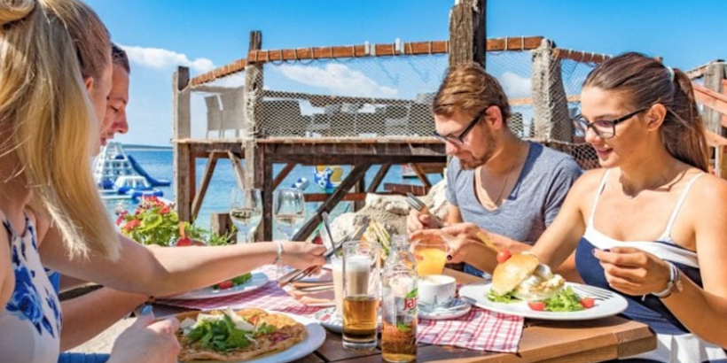 https://www.lust-auf-kroatien.de/wp-content/uploads/2019/07/Camping-Village-Šimuni-Essen.jpg