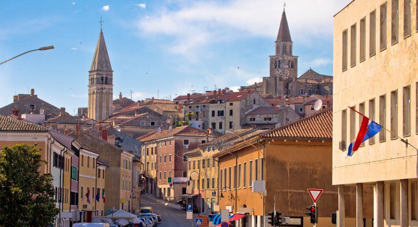 Altstadt Buje mit Glockenturm in Istrien