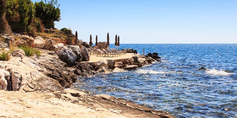 Sveti Nikola -Kroatien, auch einsame Strände bietet die kleine Insel vor Porec..
