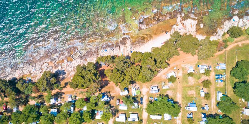 Camping Savudrija - Luftaufnahme vom schroffen Ufer