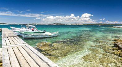 Steg mit Booten auf Insel Ceja bei Medulin