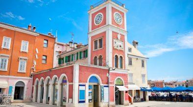 Uhrturm in der Altstadt von Porec