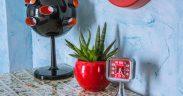 Vintage Dekoration 60er Uhr Tisch und Retrolampe