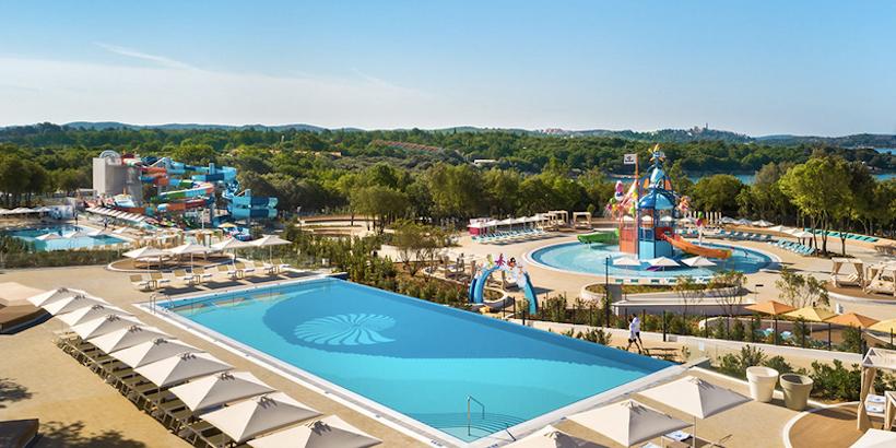 Aquapark mit Pool und Wasserrutschen im Istra Premium Camping Resort in Funtana