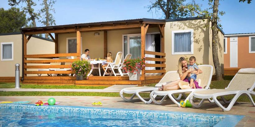 Die Mobilheime Premium von Valkanela verfügen über eigene Pools