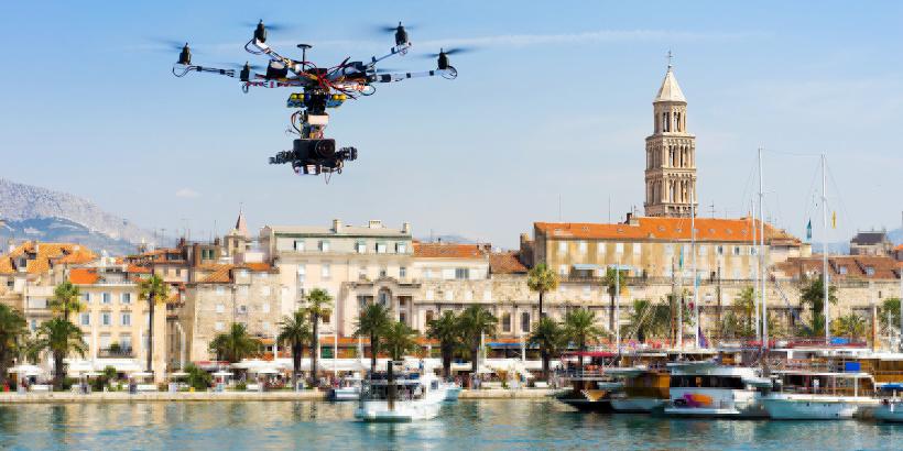 Drohne am Hafen in Kroatien - Drohnen Regeln für Drohnenflug - Drohnen Gesetze in Kroatien