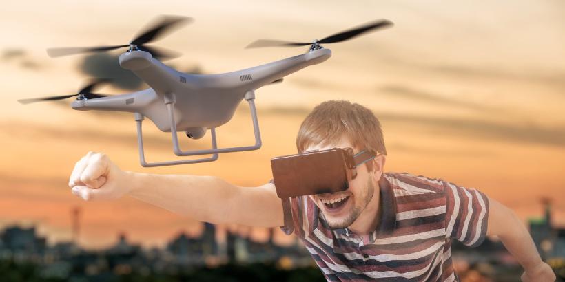 Drohnen Weltmeisterschaft - Drohnenpilot bei Drohnen Wettrennen Shenzhen in China - Kurioses & Lichtershow