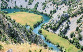 Flussbiegung vom Karstfluss Krupa - Angeln in Dalmatien