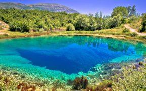 Angeln in Cetina in der Quelle Glavaš - smaragdrüne Perle in Dalmatien