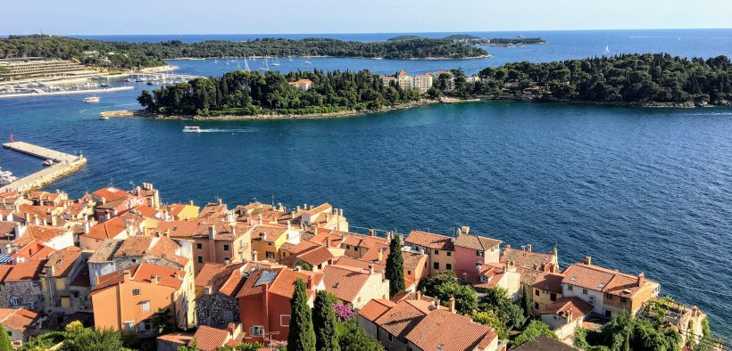 Insel Sveta Katarina vor dem Hafen von Rovinj