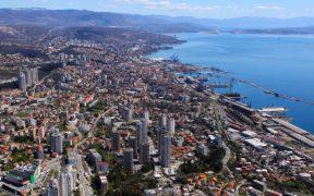 Küste von Rijeka inklusive Rijeka Zuckerpalast am Hafen