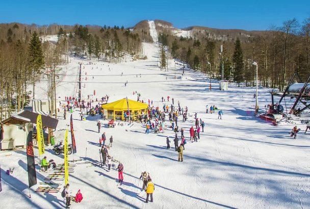 Platak Ski Resort - Ski Gebiet mit Meerblick