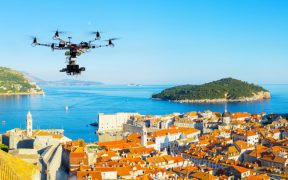 Schöne Orte für Drohnen in Kroatien - Aerial drone view Dubrovnik and best spots for drone photography