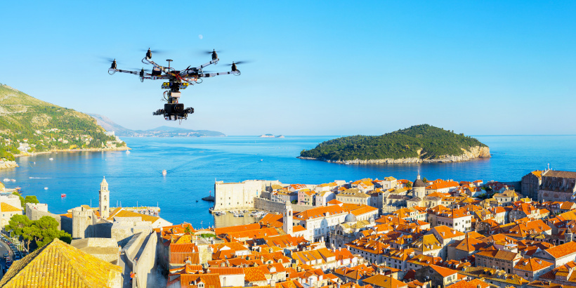 Schöne Orte für Drohnen in Kroatien - Aerial drone view Dubrovnik and best spots for drone photography