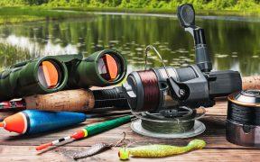 Angelausrüstung am Weiher - Fischfanggerät zum Angeln im See oder am Meer