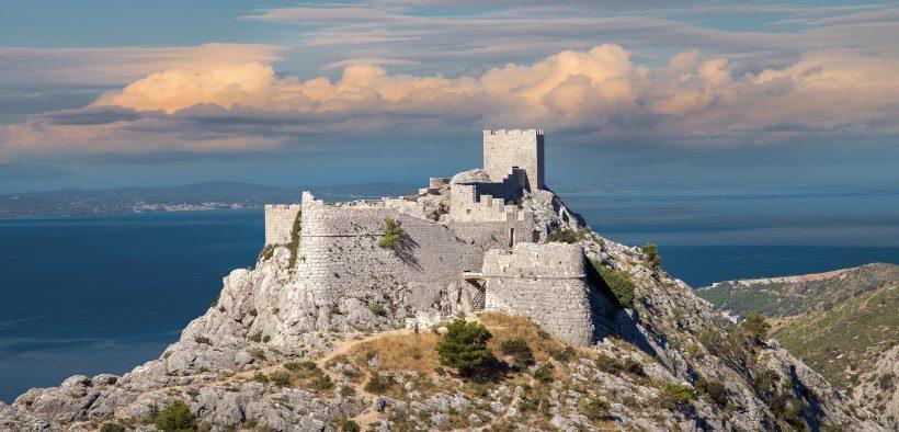 Starigrad Fortress an der Adria - Wanderung zur Festung Starigrad in Omiš