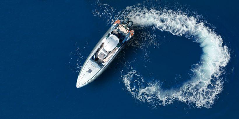 Ein- und Ausreise Kroatien - Boot wendet auf dem Meer