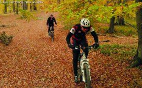 Bike-Club Psunj beim Radfahren in Nova Gradiška im goldenen Herbst in Slawonien