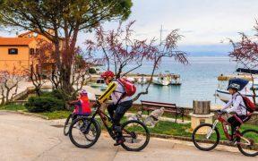Radausflug mit der Familie auf der Insel Krk beim Inselhüpfen Kvarner Bucht