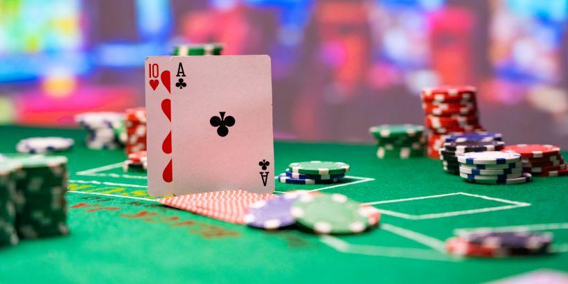 Spieltisch und Spielkarten der Casinos in Kroatien
